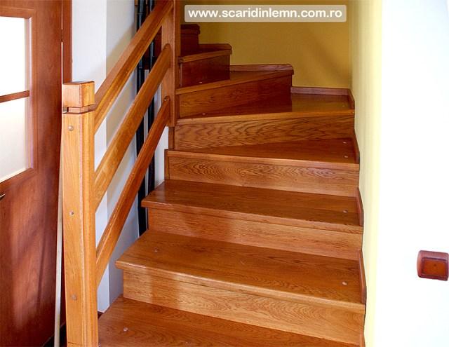 scara interioara de lemn masiv mana curenta si balustrii esenta cires