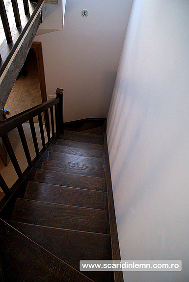 scara interioara din lemn masiv balustrii mana curenta trepte pret