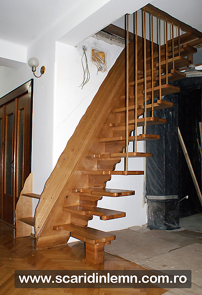 scara interioara de lemn masiv cu trepte pas conditionat, economica