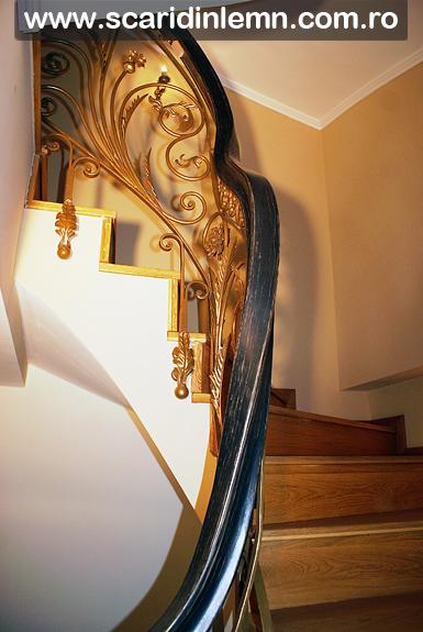 Scara interioara din lemn masiv cu mana curenta continua lemn curbat, pret bun