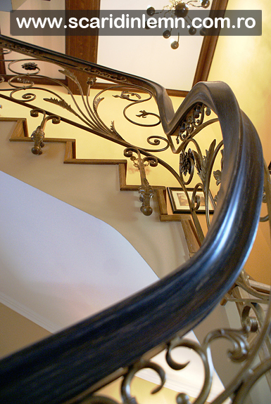 Mana curenta continua de lemn curbat la scari interioare din lemn masiv
