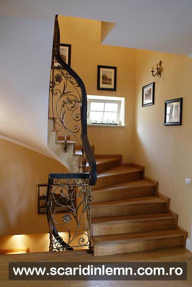 Mana curenta continua de lemn curbat la scari interioare din lemn masiv, balustrada scara
