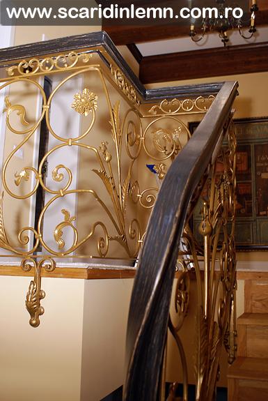 Mana curenta lemn curbat la scara interioara din lemn masiv, balustrada scara