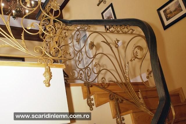 Balustrada - mana curenta lemn curbat la scara interioara de lemn masiv