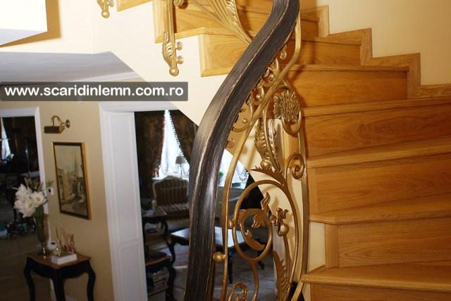 Balustrada - mana curenta lemn curbat la scara de lemn interioara