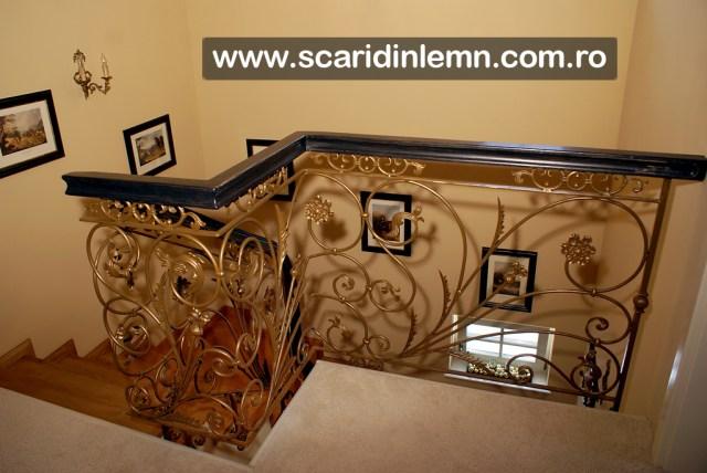scara interioara din lemn cu mana curenta de lemn masiv curbat