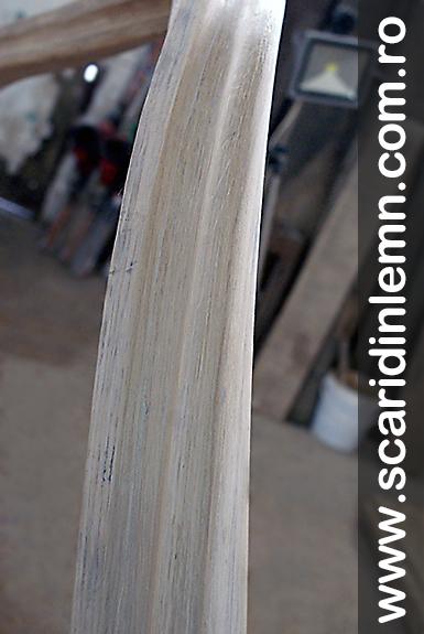 atelier balustrii albi si mana curenta lemn masiv curbat scara interioara din lemn