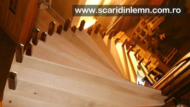 atelier tamplarie scari interioare din lemn pe vanguri, cu trepte de lemn suspendate pe corzi pret