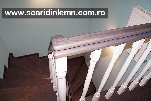 scari interioare din lemn masiv cu mana lemn curent curbata balustri albi