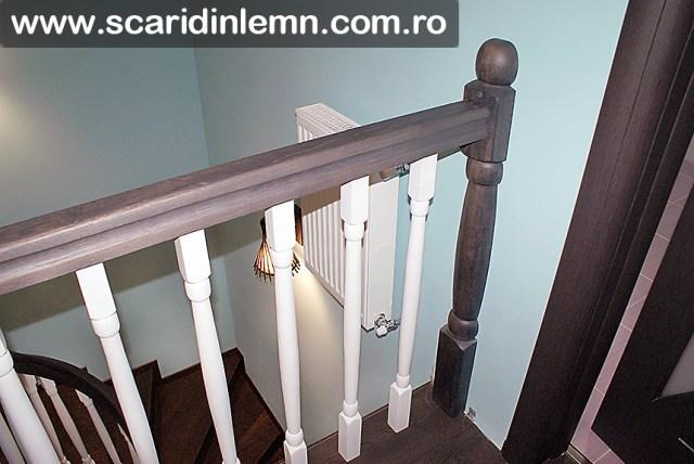 scari interioare de lemn masiv cu mana lemn curent curbata balustri albi