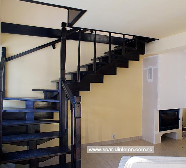 scara interioara de lemn masiv modulara cu mana curenta si balustrii din lemn preturi calitate