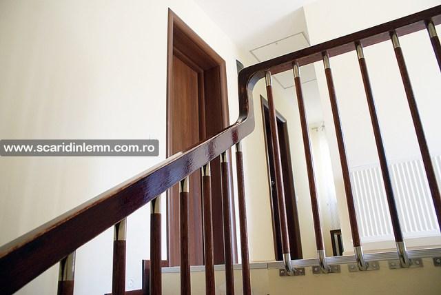 scari de lemn interioare trepte placate din lemn masiv balustrii cu terminatii de inox pret