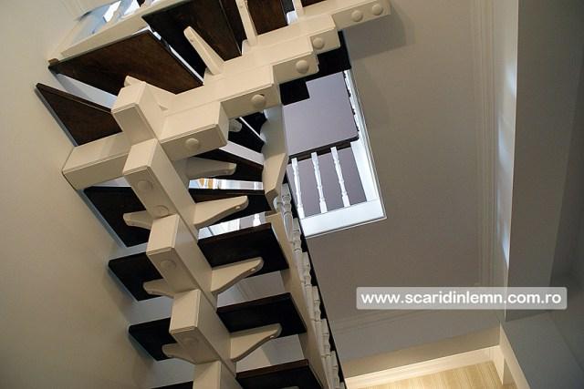 executie pret scari interioare din lemn masiv vang modular placare trepte de lemn cu mana curenta curbare lemn