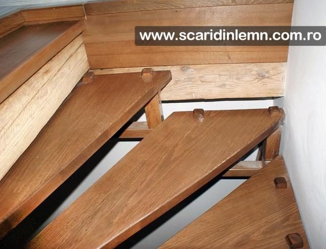 scara de lemn masiv cu elemente modulare