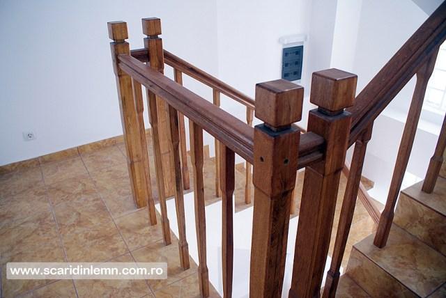 scari interioare din lemn cu balustrada si balustrii de lemn pe vanguri inchise preturi design si proiectare scari