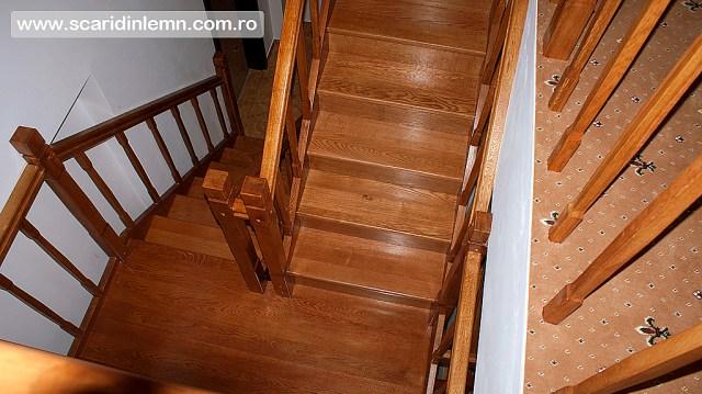 scara interioara cu balustrada si balustrii de lemn pe vanguri inchise preturi design si proiectare scari