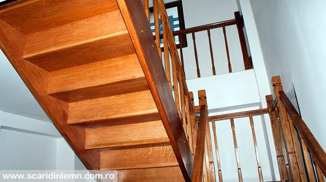 scari din lemn casa scarii mana curenta balustrii de lemn pe vanguri inchise design
