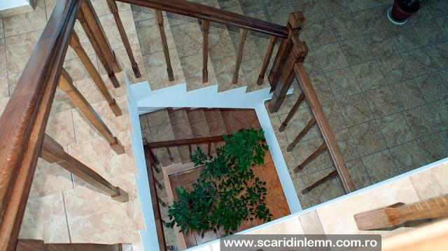 scara interioara din lemn multi etaj balustrada lemn balustrii, pe vanguri inchise preturi
