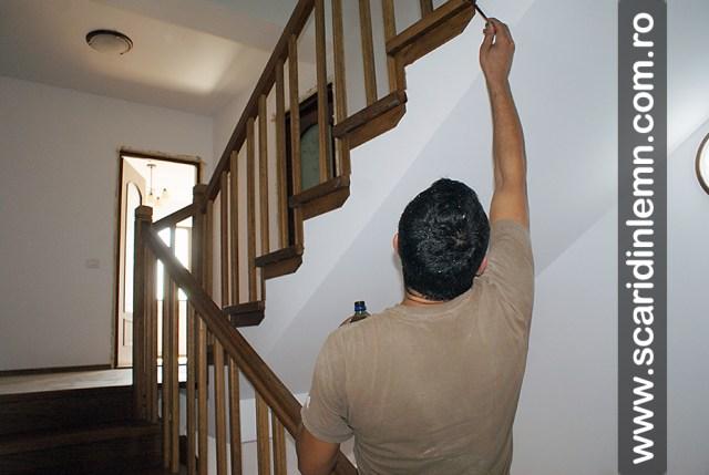 montaj scara interioara din lemn masiv cu trepte de lemn placate pe beton