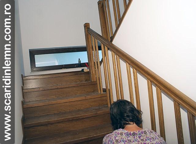 montaj scari interioare din lemn masiv cu trepte de lemn placate pe beton