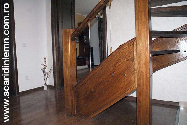 Scara interioara din lemn masiv  combinata, trepte in evantai, drepte, cu pas conditionat, economica