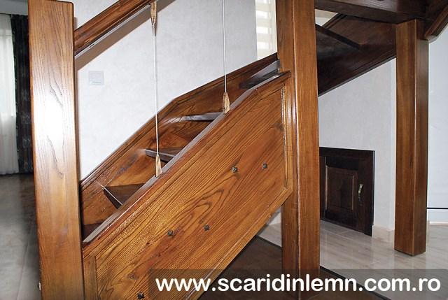 Scara interioara  combinata, trepte in evantai, drepte, cu pas conditionat, economica, pentru orice spatiu