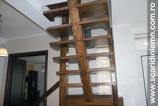 Scara interioara din lemn  combinata, trepte in evantai, drepte, cu pas conditionat, economica, pentru orice spatiu