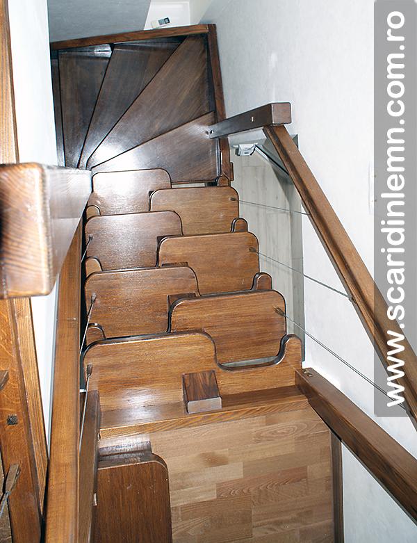 Scari din lemn combinata, trepte in evantai, drepte, cu pas conditionat, economica