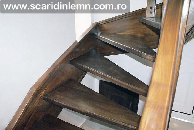 Scara de lemn combinata, trepte in evantai, drepte, cu pas conditionat, economica