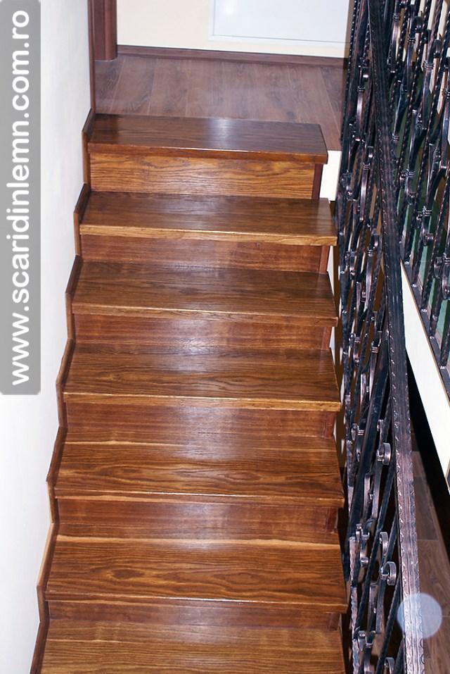 trepte-lemn-masiv-din-stejar-imbatrinite-placate-pe-scara-din-beton_DSC06805