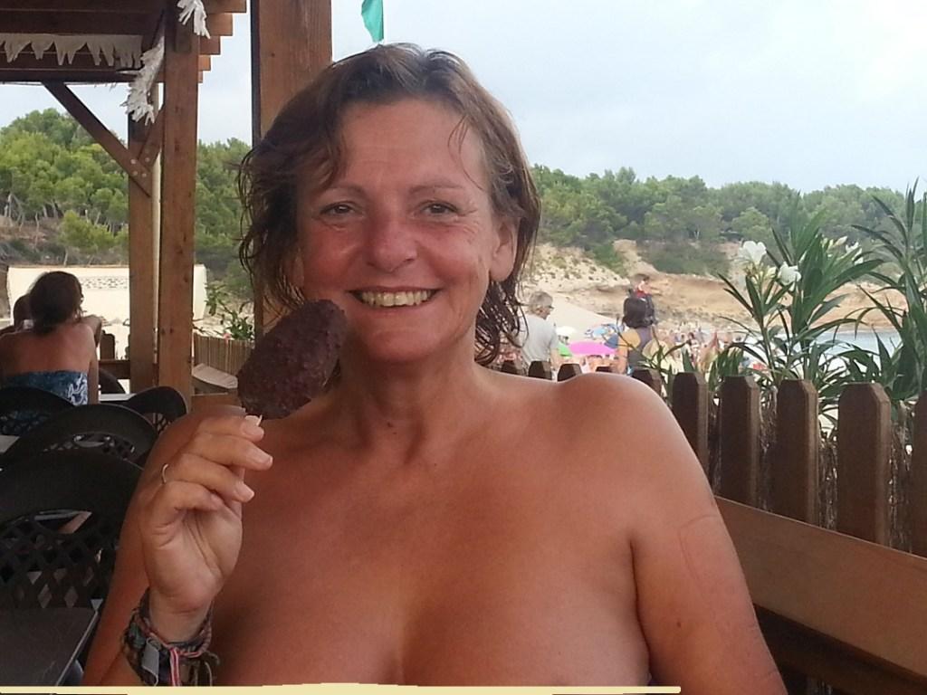 Scarlet Jones naked at Playa del Torn