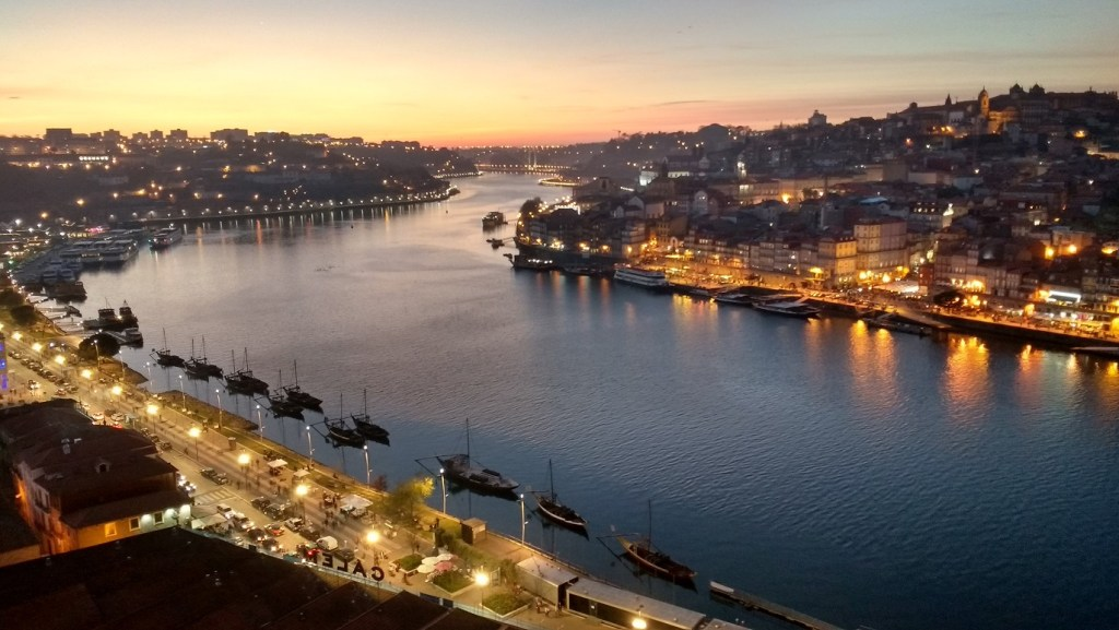 must see in Porto - the riverside at night