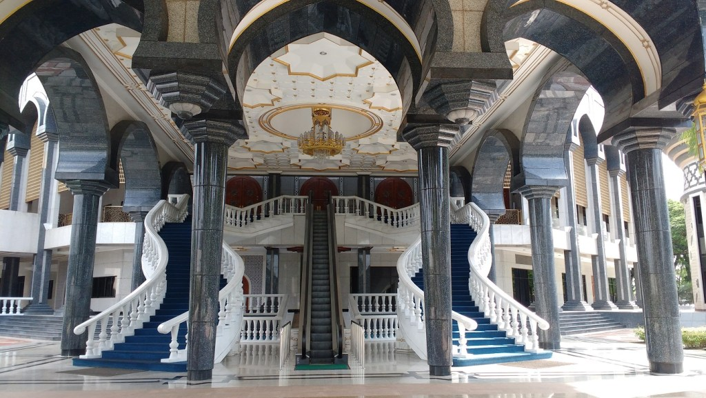the impressive entrance at the Jame Asr Sultan Hassanal Bolkiah Mosque