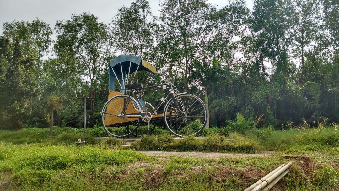 bicycle statue outside Muar
