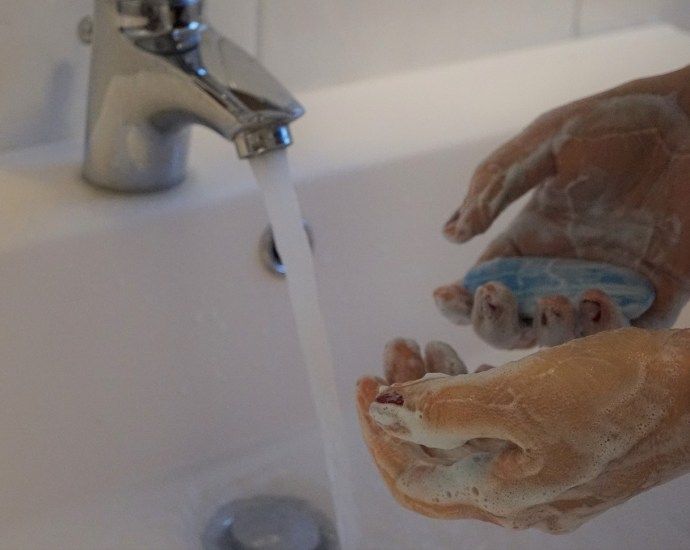 Lavaggio mani con sapone