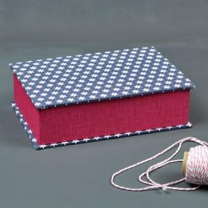 Pink blaues Stoff bezogenes Schmuckkästchen