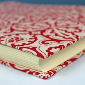 Rot weißes Fotoalbum mit Ornamenten