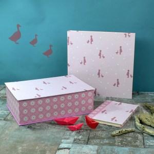 Baby Erinnerungsbox Set Rosa Flieder Gänseliesel