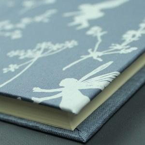 Anthrazit weißes Babytagebuch mit Elfen