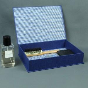 blau weißer Kosmetikkasten