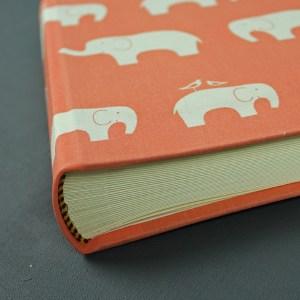 Kleines Babyfotoalbum apricot weiße Elefanten