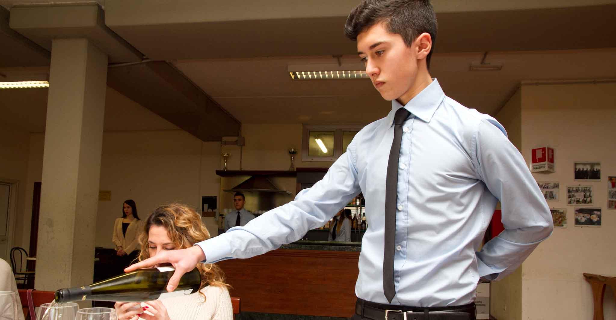 In Sala E In Cucina Sfruttano I Giovani Lavorano 80 Ore
