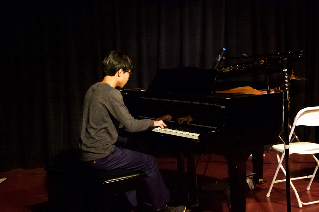 "Rockvember Fest talent show winner freshman Garman Xu plays ""Prokofiev Gavotte Op. 12 No. 2"" by Sergei Prokofiev. (Photo by Shimin Zhang)"