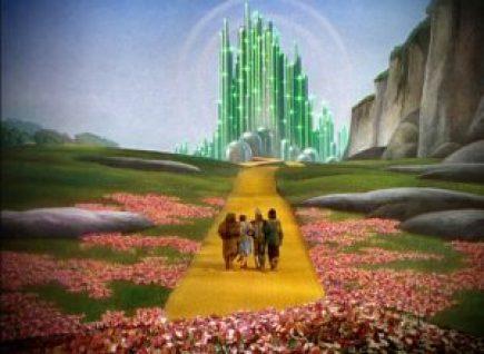 Le monde merveilleux d'Oz est radicalement différent du quotidien de Dorothée. Sans cette démarcation profondément marquée entre les deux univers, Dorothée ne pourrait initier son voyage.