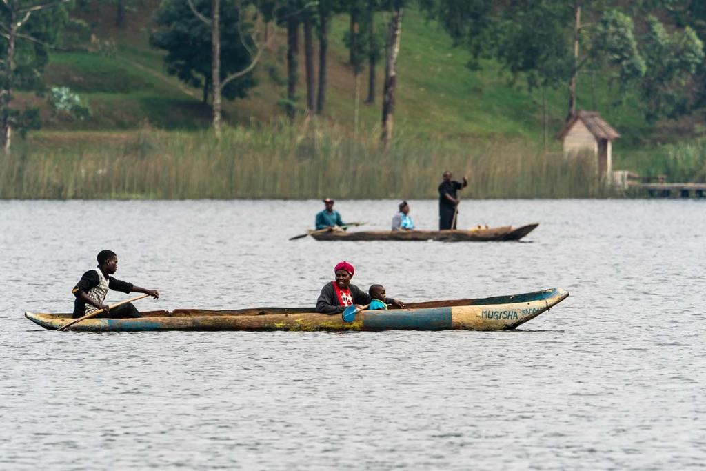 lake mutanda canoe