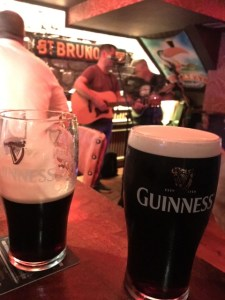 Pubs to visit in Ireland, Guinness at pub in Ireland, Plan a trip to Ireland