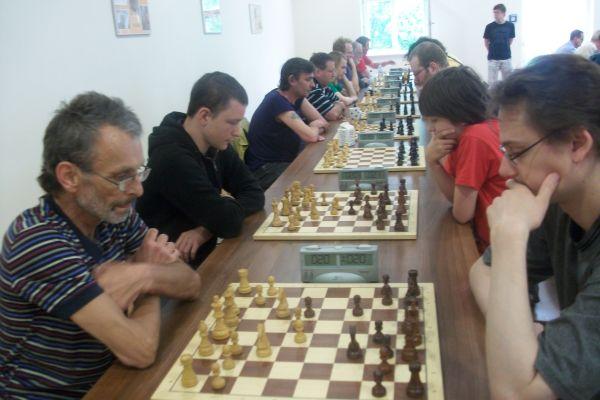 Unser Spielleiter Wilfried Pilgrim gegen Johannes Winkler.