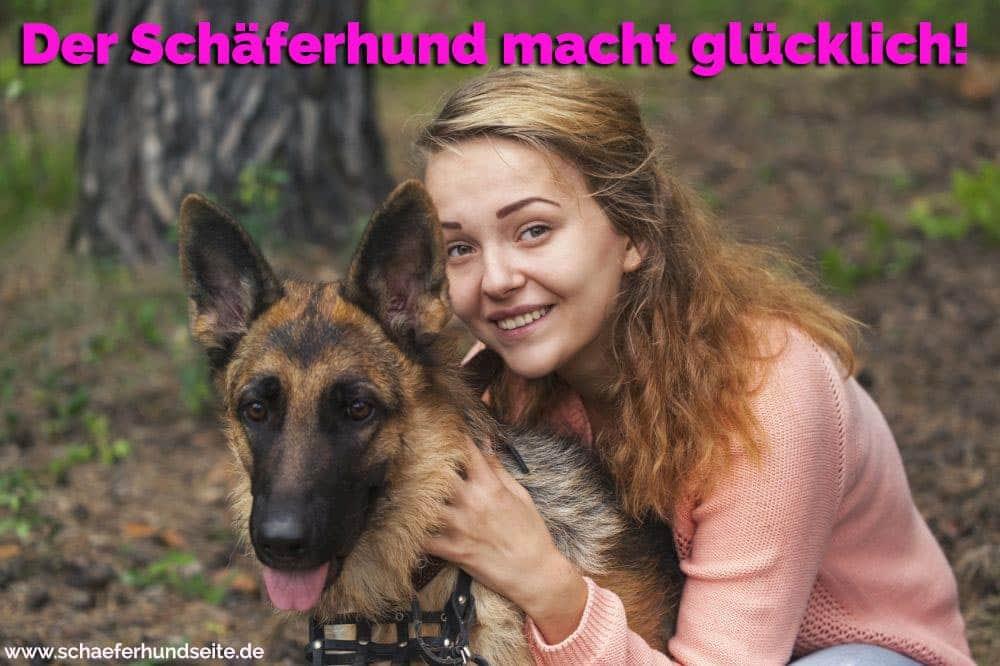 Eine Junge Frau umamrt ihren Schäferhund