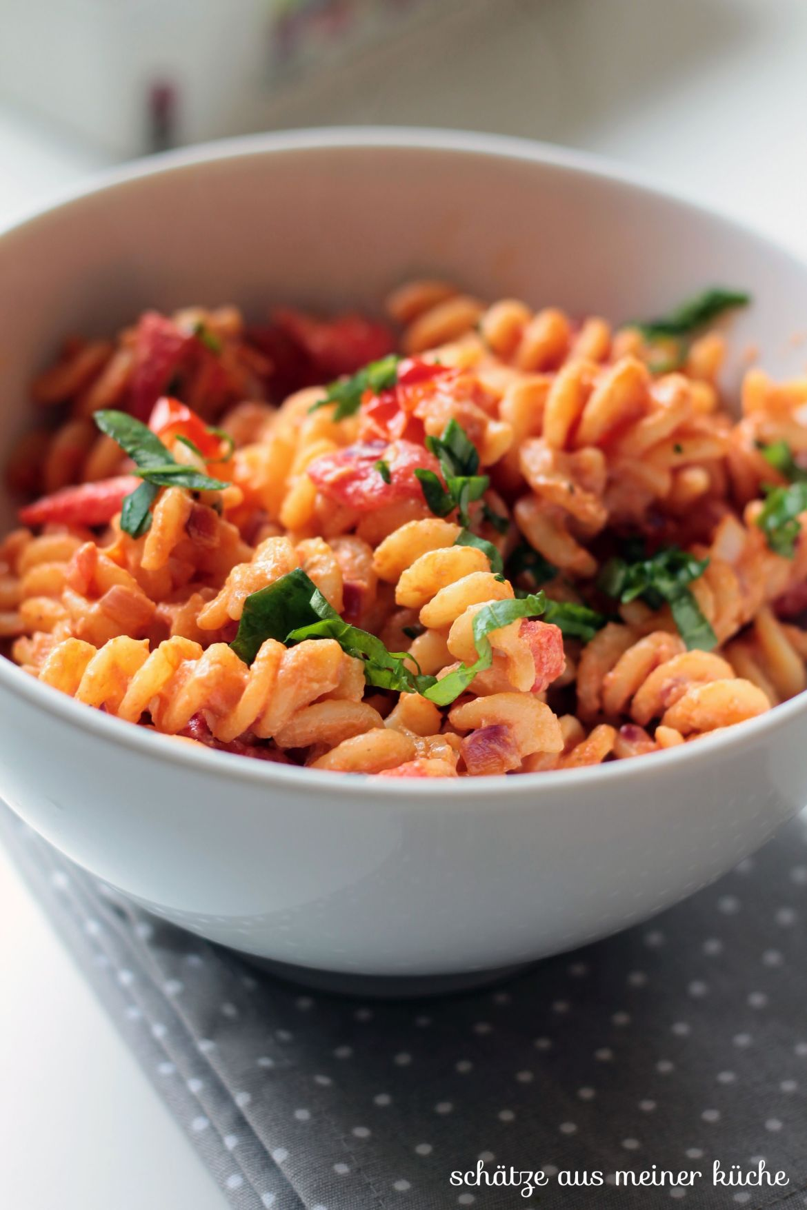 Tomaten-Ricotta-Nudeln mit Basilikum