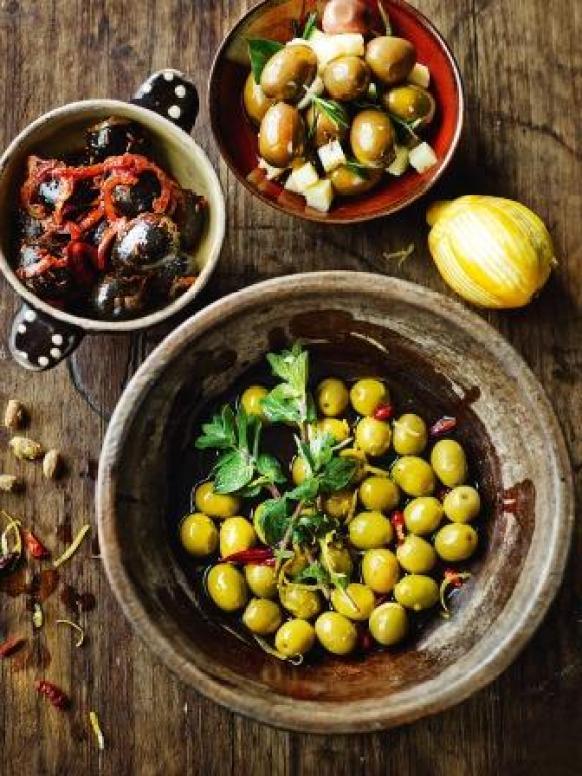 013_TapasRev_marinated_olives_klein